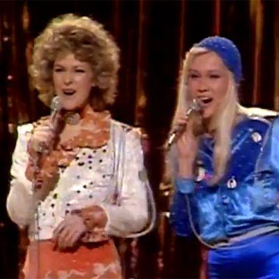 ABBA framför sin vinnarlåt Waterloo i Eurovision Song Contest 1974
