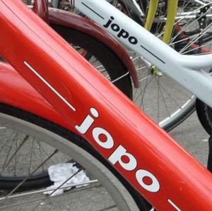 Punainen ja valkoinen jopo-polkupyörä