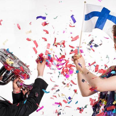 Euroviisujen kommentaattorit Cristal Snow ja Aino Töllinen
