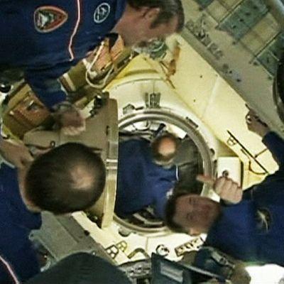 Miehistöä Sojuz-avaruusasemalla.