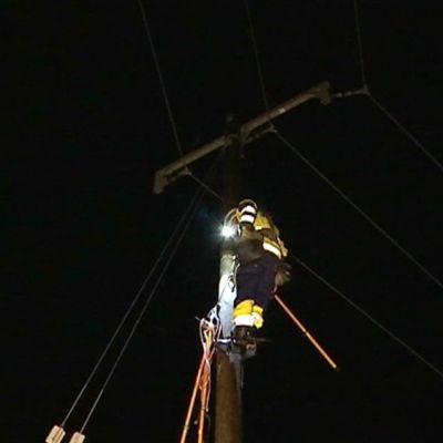 Sähkökatkosta korjattiin Kangasalassa perjantai-iltana 2. tammikuuta.
