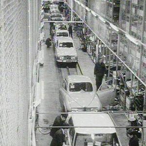 Autojen valmistusta Saab-Valmetin tehtaalla Uudessakaupungissa