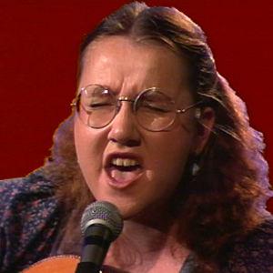 Liisa Tavi laulaa 1981.