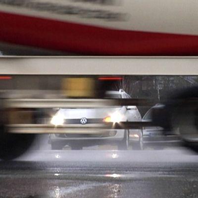 Merkittävä osa Koveron risteyksen liikenteestä on raskasta liikennettä.