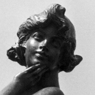 Lähikuva Havis Amanda -patsaasta.