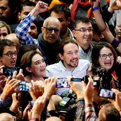 Podemos -puolueen johtaja ja pääministeriehdokas Pablo Iglesias vaalitilaisuudessa Valenciassa, Espanjassa 18. joulukuuta.