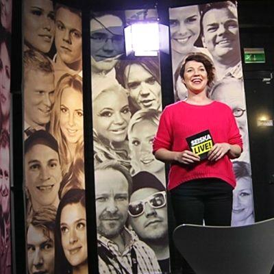 Heli Karonen tekee Seiska News -lähetystä.