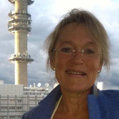 redaktör Nina Granvik-Wallgren med yletorn i bakgrunden