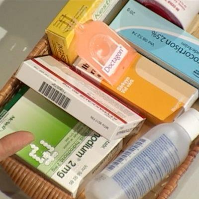 Det är bra att ha med ett basförråd av läkemedel till sommarstugan eller på båtfärden. Bild: Yle/Cityportal Ab