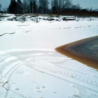 Poikkeuksellisen alhaalle laskenut merivesi rikkoi jäitä Oulussa 12.1.2016 Alimmillaan merivesi oli yli metrin keskivedenpintaan verrattuna.