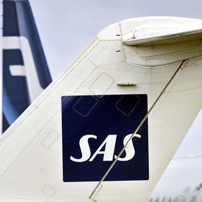 Finnairin ja SAS:n matkustajakoneet Helsinki-Vantaan lentokentällä.