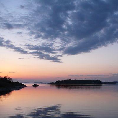 Auringonlasku keväällä Ahvenanmaan Lemlandissa.