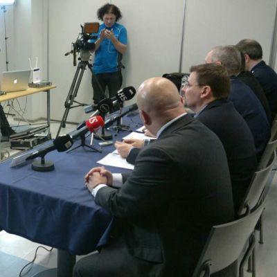 Poliisin järjestämä tiedotustilaisuus 15.1.2015 Tuirassa sattuneesta kirvessurmista.
