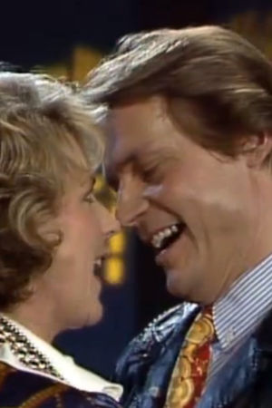 Pirkko Mannola ja Timo T. A. Mikkonen duetoivat H-hetki-ohjelmassa 1992