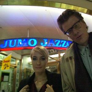 Maria Lindell ja Seppo Pietikäinen Jumo Jazzclubin edessä
