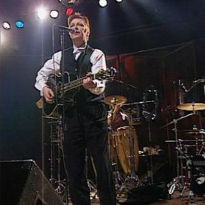 Nits esiintyi myös livenä illan aikana