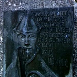 Pyhän Henrikin muistomerkki Repolassa pyhiinvaelluksen kuudentena päivänä.
