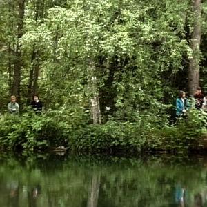 Pyhiinvaeltajat seuraavat veden pyhitystä Pyhän Henrikin vaelluksen kolmantena päivänä.