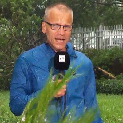 Miamissa myrskyn etenemistä seuraa Ylen Yhdysvaltain-kirjeenvaihtaja Mika Hentunen.
