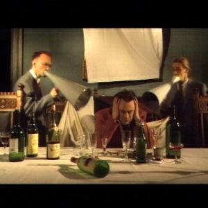 """Yhtye Sue Van Doe videoi kappaleen nimeltä """"Ruma""""."""