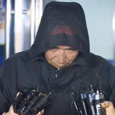 Den häktade kaptenen för det sydkoreanska fartyg som sjönk i onsdags har förklarat den långsamma räddningsinsatsen med dåligt väder.