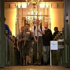 Pyhiinvaeltajat lähtevät Pyhän Henrikin vaellukselle Kokemäen kirkolta.