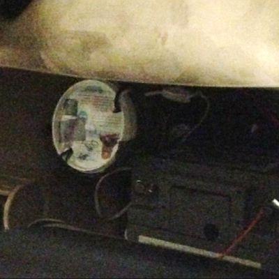 Auton pohjaan viritetty mahdollinen pommi.