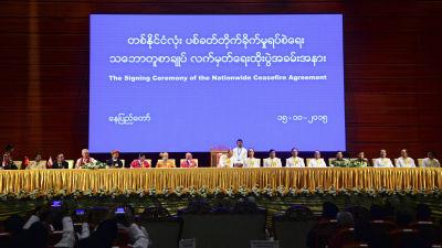 Undertecknandet av om avtalet om vapenvila i oktober 2015.