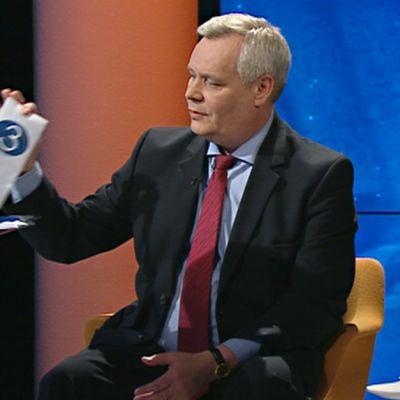 Antti Rinne ottaa kirjekuoren