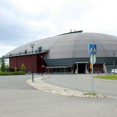 Joensuu Areena ja taustalla Joensuun jäähalli.