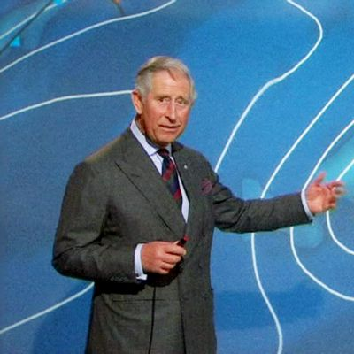 Prinssi Charles esiintyy sääankkurina BBC:n tv-kanavalla.