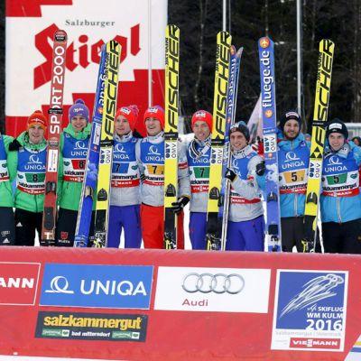 Saksa, Norja ja Itävalta juhlivat MM-mitaleita lentomäen joukkuekisassa.