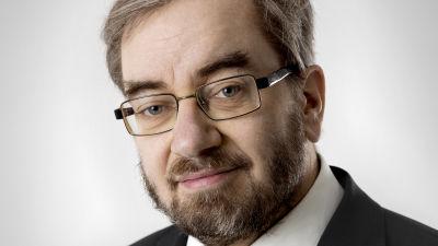 Jaakko Hämeen-Anttilan valokuvamuotokuva.