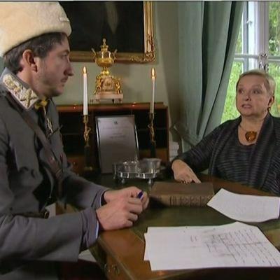 Stradan Ivan Puopolo Marski Mannerheimin asuun pukeutuneena