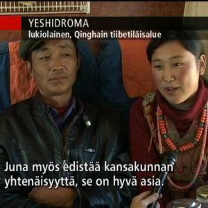 Lukiolainen Yeshidroma kertoo, miksi juna Tiibetiin on hyvä. Junassa kuulee vain virallisen totuuden toisintoja.