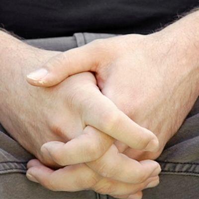 Miehen kädet.
