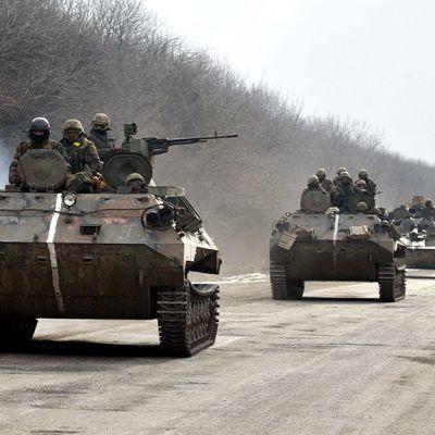 Ukrainan armeijan joukkoja siirtymässä Debaltsevesta Artemivskiin.
