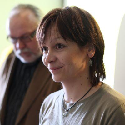 Kihaus Folkin tiedottaja Hanne Hämäläinen