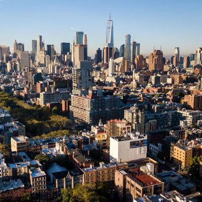 Ilmakuva Manhattanista pilvenpiirtäjineen.