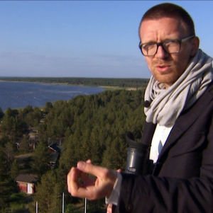 Tuomas Toivonen suunnittelee Hailuodon Marjaniemessä ohjelmassa Suojele minua!