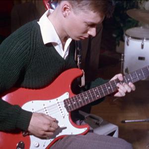 The Strangers -yhtyeen kitaristi Jussi Itkonen elokuvassa Lauantaileikit (1963)
