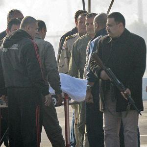 Mubarak på väg till rättegången
