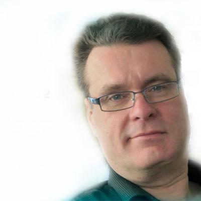 Mikael Crawford arbetar för Svenska Yle som redaktionschef för Radio Vega Östnyland.