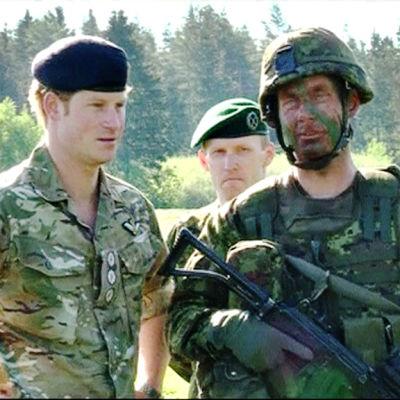 Prins Harry besökte Estland den 17 maj 2014. Han träffade bland annat estniska Nato-soldater under besöket.