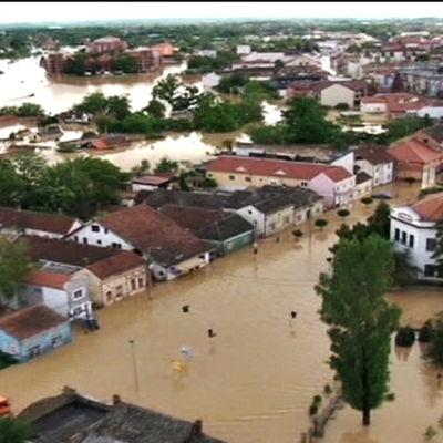 Åtminstone ett trettiotal människor har omkommit i översvämningarna i Balkanområdet i maj 2014.