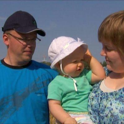Carina Kecklund och Kaj-Oskar Rudström tillsammans med dottern Ines Rudström.