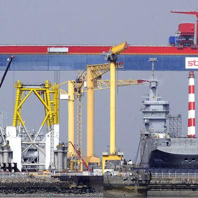 Frankrike levererar inte hangarfartyg till Ryssland som planerat på grund av läget i Ukraina.