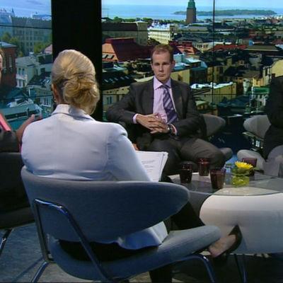 Mauri Pekkarinen, Jouni Backman och Pertti Salolainen diskuterade finlandisering i A-studio den 17 september 2014.