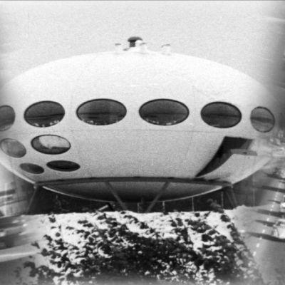 Futuro-talo ja liikennettä 1960-luvulta, kollaashi