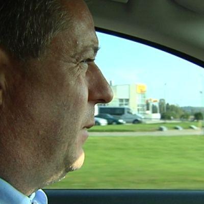 Taxichaufför Mats Welander sitter mycket